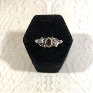Petite garnet and sterling silver vintage ring 8